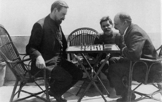 Vladimir_lenin_plays_chess_with_alexander_bogdanov_during_a_visit_to_maxim_gorky_april_10_23_-_april_17_web-03aa21fee5039fcbdb327d7730f8c59b-