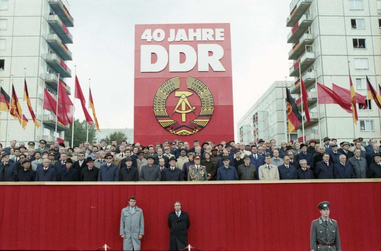 Berlin-40-jahrestag-ddr-parade_foto_lemo-f-6-178_barch-63c2cfec58f5d636e01c3bdac96d5b61-