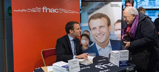 Macron_signs_revolution-