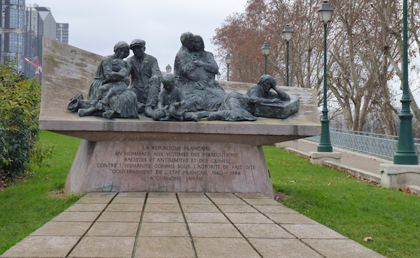 Vel_dhiv_monument-